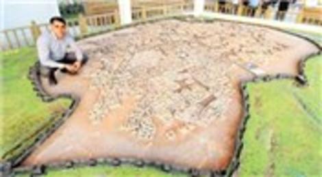 Fesih Gündoğar 18 yıl çalışıp 1939'un Diyarbakırı'nın maketini yaptı