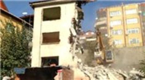 İzmit'te riskli yapılar yıkılmaya başlandı