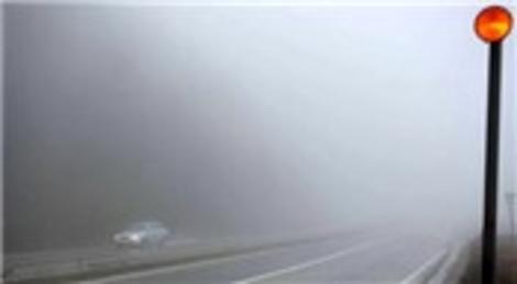 Bolu Dağı'ndaki yoğun sis görüş mesafesini 25 metreye düşürdü