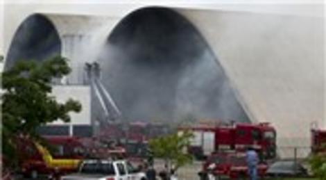Oscar Niemeyer'ın Latin Amerika Anıtı yangında hasar gördü