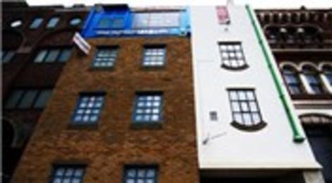 Londra'da Alex Chinneck'in sıra dışı evi görenleri şaşkına çeviriyor