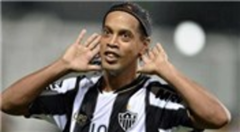Ronaldinho transferinde 2 araba 1 ev talebi