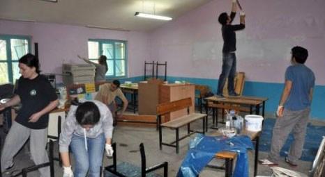 İstanbullu üniversiteli öğrenciler Hakkari'de köy okulunu onardı