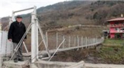 Trabzon Maçka'da kendi tasarımı ile köprü inşa etti