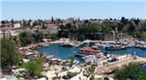 AKTOB 'Türkiye'yi ziyaret eden her 3 turistten biri Antalya'ya geldi'