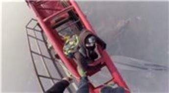 Rus arkadaşlar 650 metrelik Şangay Tower'a tırmandı