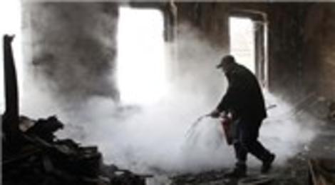 Saraybosna Kantonu hükümet binasındaki yangın tarihi binayı harabeye çevirdi
