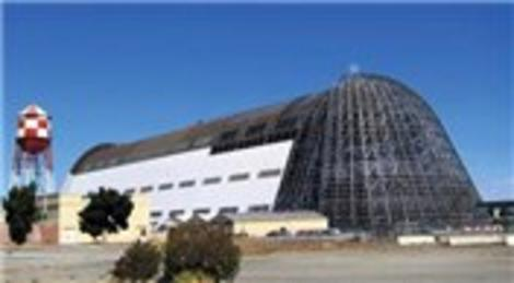 Google, NASA'nın Hangar One'ına talip oldu