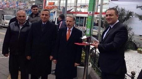 Bayrampaşa'da  güneş enerjili cep telefonu şarj istasyonları açıldı