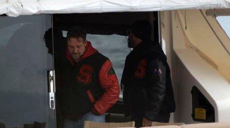 Cem Yılmaz, Russell Crowe'u tekne turuna çıkardı