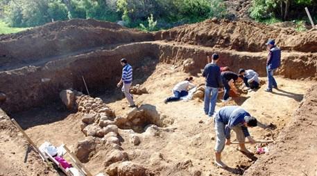 Muğla Gümüşlük'te 2500 yıllık mezar ve mozaik atölyesi bulundu