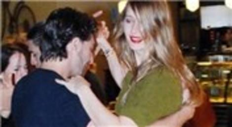 Tuba Ünsal, Zorlu Center AVM'de tango yaptı