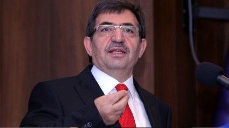 İdris Güllüce, İzmir Erzurum Vakfı'nın düzenlediği yemeğe katıldı