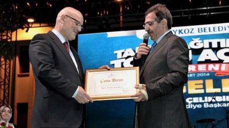 İdris Güllüce, Beykoz Belediyesi'ni Çevre Beratı ile ödüllendirdi