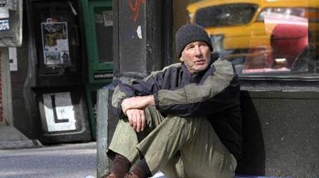 Richard Gere, yeni filmi Time Out of Mind için evsiz kaldı