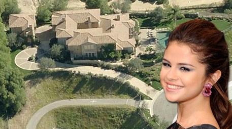Selena Gomez, California'da 3 milyon dolara ev satın aldı