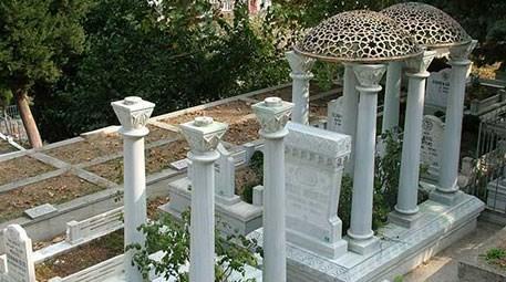 Zeki Müren'in babasının mezarındaki bronz kubbe çalındı