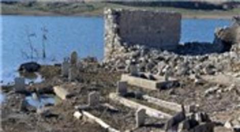 Kayseri'deki kuraklık, su altındaki köyleri gün yüzüne çıkardı