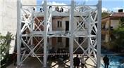 Boşaltılmış bina üzerinde 'gerçek deprem etki deneyi' yapıldı