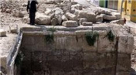 İzmir'deki yıkım antik tiyatroyu gün ışığına çıkardı