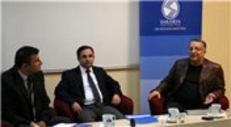 Sakarya'da 'Deprem Gerçeği ve Kentsel Dönüşüm Paneli' düzenlendi