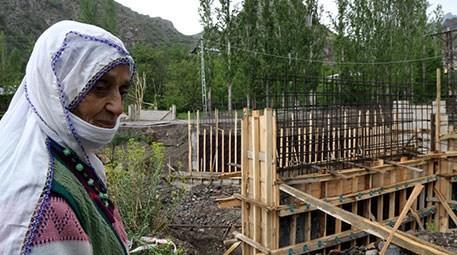 Kocasının vasiyeti üzerine Erzurum'da köprü yaptırıyor