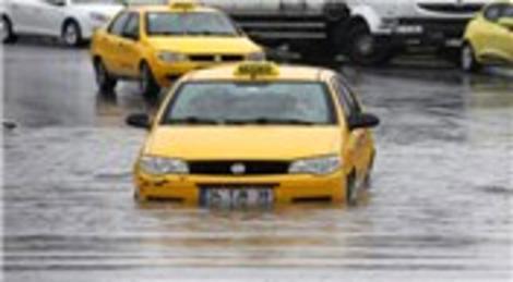 İstanbul'da sağanak yağış Anadolu Yakası'nı vurdu