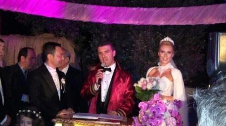 Serdar Ortaç, Chloe Loughnan ile Suada'da evlendi