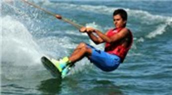 Turistlerin su kayağına olan ilgisi her geçen gün artıyor