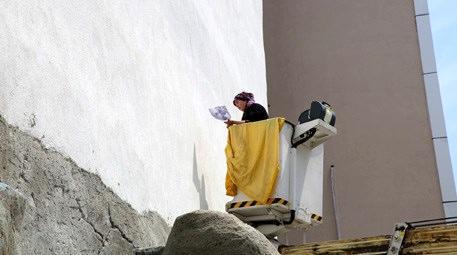 Ressam Emine Kutluca boş duvarlara hayat veriyor