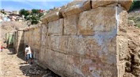 İzmir'deki Antik Roma Tiyatrosu'nun kente kazandırılıyor