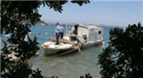 Torba'da tekneye izinsiz inşa edilen baraka yıkıldı