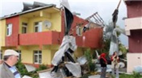 Ardahan'daki fırtına sonrası binalarda hasar tespiti yapılıyor