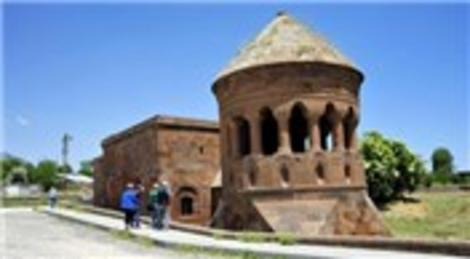 Bitlis'teki Ahlat kümbetleri ziyaretçilerini bekliyor