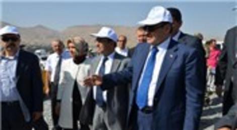Veysel Eroğlu, Ilısu Barajı'nın inşaatını inceledi