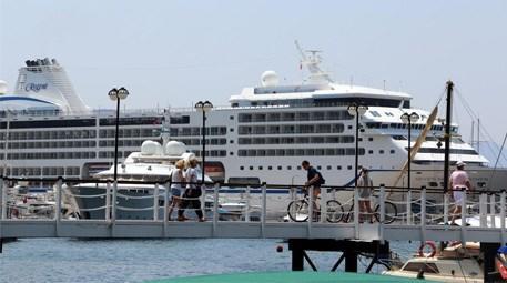 ABD'li turistler lüks gemiyle Marmaris'e geldi