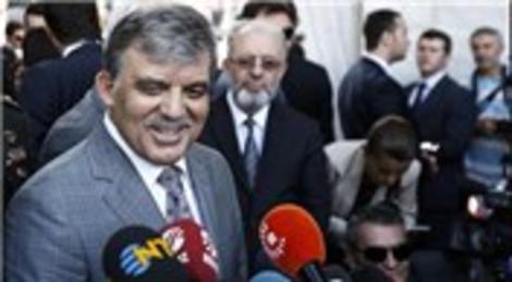 Abdullah Gül bayram namazını Sultanahmet'te kıldı