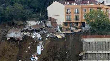 Üsküdar'da istinat duvarı yıkıldı!