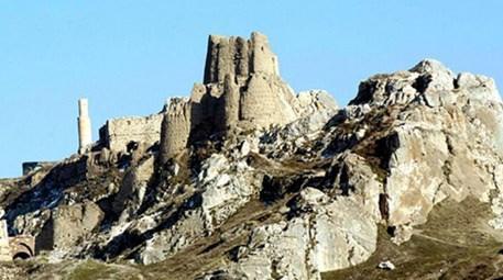 Depremlerin izini, Urartu kalesinde sürüyorlar