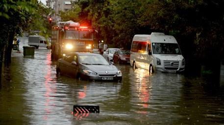 İstanbul'da şiddetli yağış etkisini gösterdi!