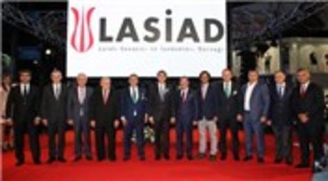 Türkiye'nin en uzun podyumu Laleli'de kuruldu