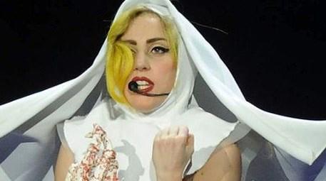 Dünyaca ünlü şarkıcı İstanbul'a ayak bastı, hayranları çıldırdı