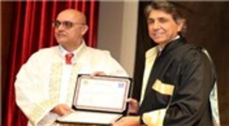 Mustafa Demir'e 'Fahri Doktora' diploması verildi!