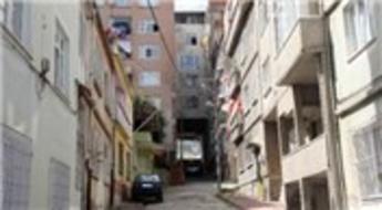 Bu eve inanamayacaksınız! Binanın altından sokak geçiyor...