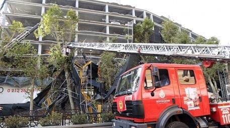 İstanbul'da devrilen inşaat iskelesi kaldırıldı