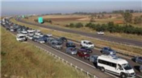 TEM'de araç kuyruğu 12 kilometreye ulaştı