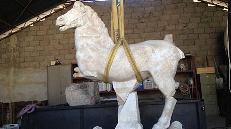 Arkeoloji dünyasında yılın keşfi: Perge'deki at heykeli