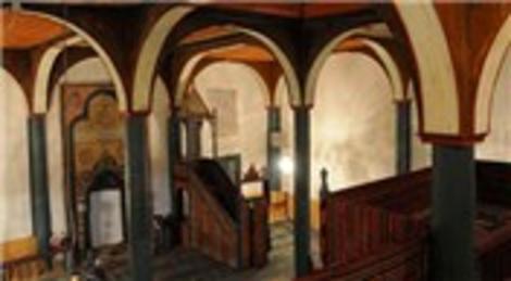 Bu caminin boyaları 200 yıldır ilk günkü gibi taptaze