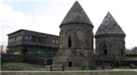 Erzurum'daki tarihi 'Üç Kümbetler' cazibe merkezi olacak