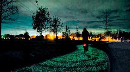 Bu bisiklet yolu güneş enerjisiyle aydınlanıyor!